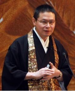 安達俊英先生